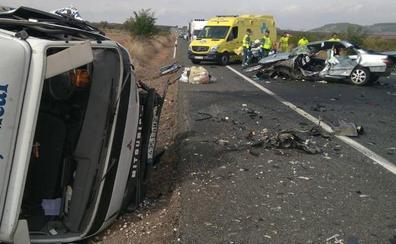 Muere un vecino de Álava tras chocar con su turismo contra un camión en La Rioja