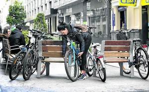 Más aparcabicis para las áreas industriales y los nuevos barrios de Vitoria