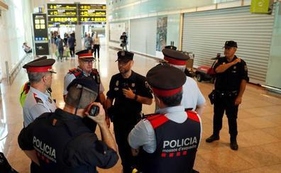 Policías nacionales y mossos se unen al otro lado la barricada