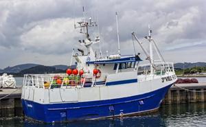 Rescatados cuatro tripulantes de un pesquero gallego hundido frente a Matxitxako