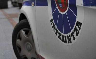Arrestado en Sestao por robar una cadena a una mujer de 76 años y pegar a un joven que trató de defenderla