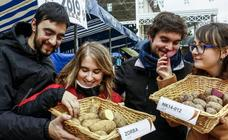 Patatas con buen acompañamiento en la feria de Valdegovía