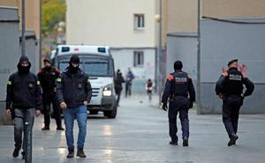 Gran redada contra el tráfico de armas, drogas y blanqueo en Badalona