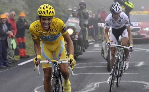 Contador vuelve a batir a Schleck