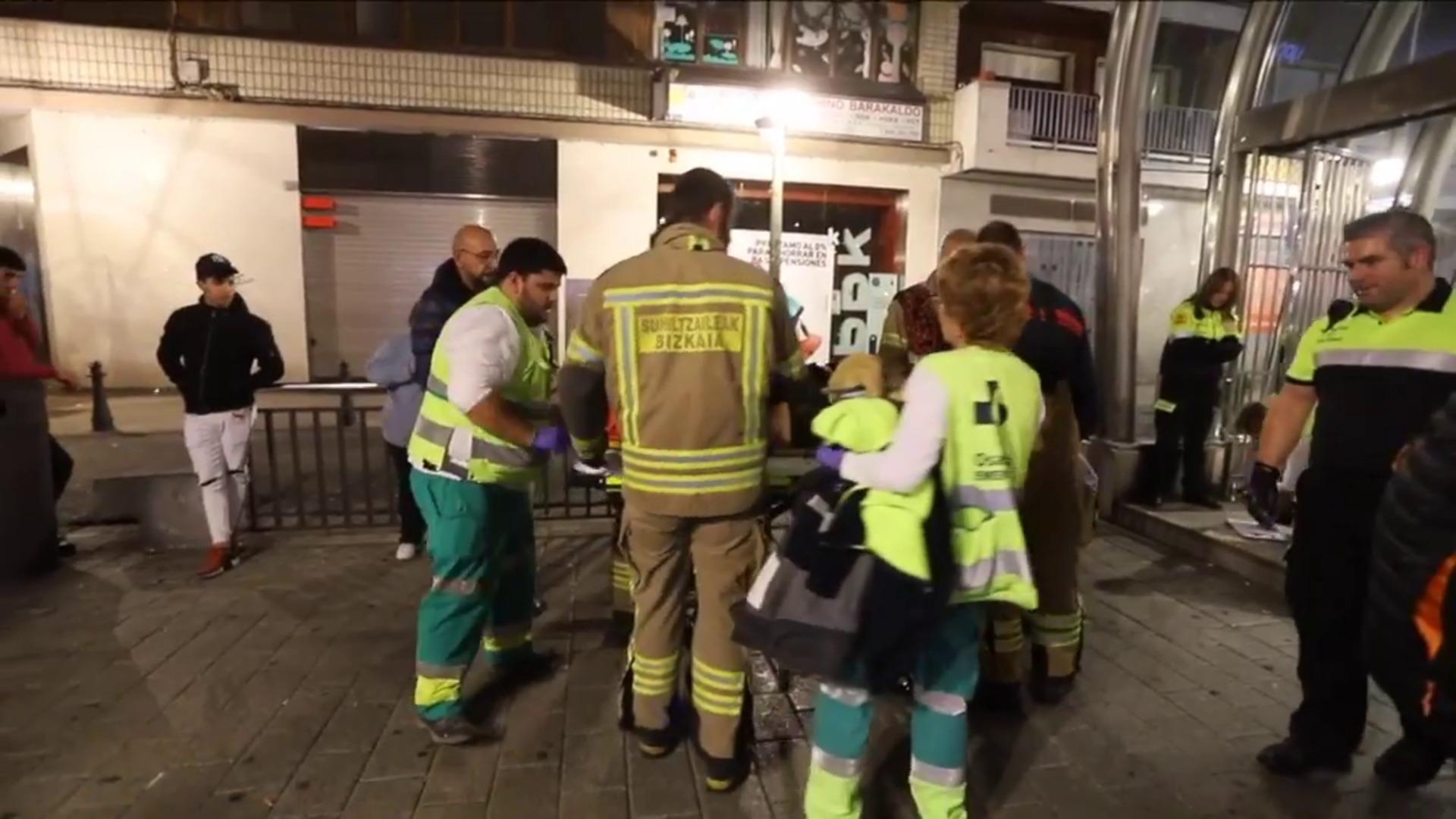 Herido al caer a las vías del metro en Barakaldo