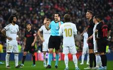 Monchi: «Si anula el segundo gol de De Jong, bajo al campo y saco al equipo»