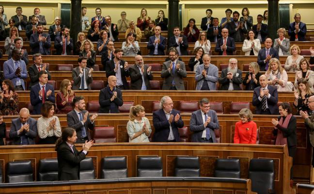 Sánchez se anota el primer éxito de la legislatura con la eutanasia
