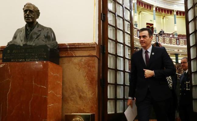 Sánchez emplaza a Casado a que elija entre crispación o diálogo