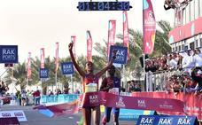 Una atleta keniata pulveriza el récord mundial de media maratón