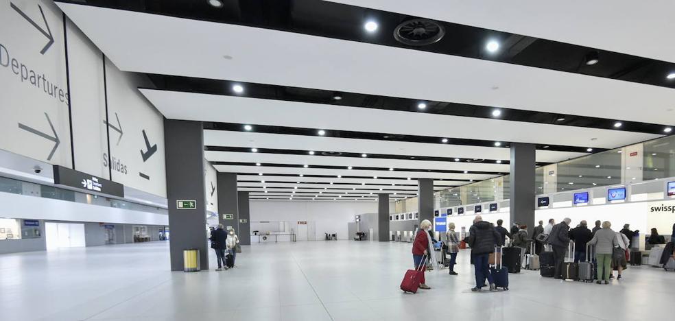 Arde una máquina de limpieza en el aeropuerto de Murcia