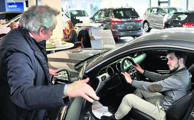 Las ventas de coches se hunden un 78% en Euskadi por el cierre de los concesionarios
