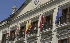 Banderas a media asta en San Prudencio en señal de luto por las víctimas del coronavirus en Álava