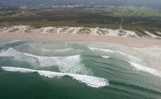 'Multan' a 38 erasmus con limpiar una playa por hacer botellón