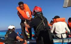 «Los inmigrantes amenazan con arrojarse al mar»
