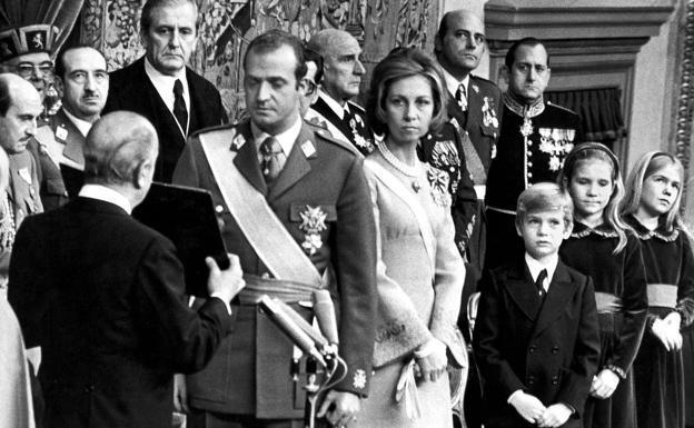 El Rey que primero asentó la monarquía y luego la debilitó