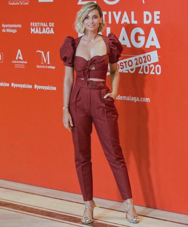 La actriz Norma Ruiz posa con el dos piezas firmado por Alicia Rueda.