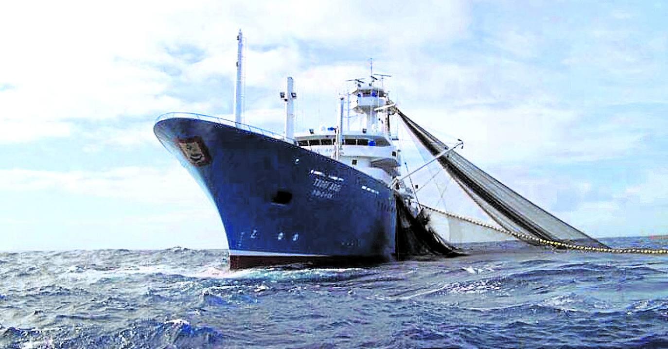 La flota atunera vasca se asegura un año más la pesca en Mauritania e islas Cook
