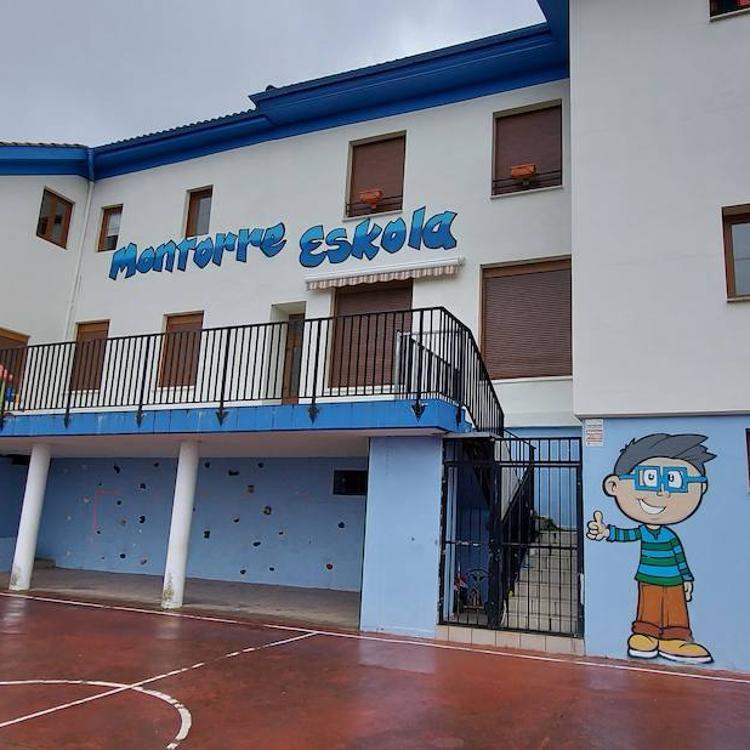 Arteaga apuesta por mejorar la escuela pública Montorre y reordenar la Herriko plaza