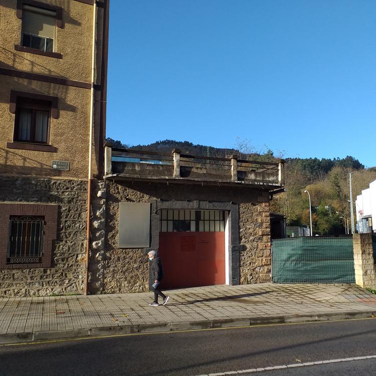 Vecinos de San Miguel presentan casi 2.000 firmas para detener la gasolinera