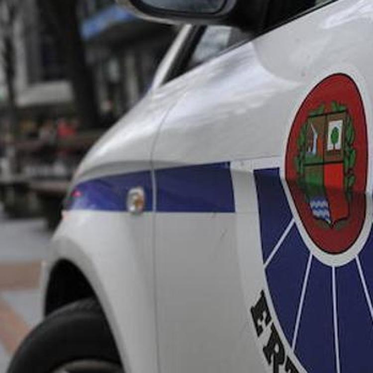 Un vehículo atropella a un vecino de Basauri que cruzaba un paso de peatones