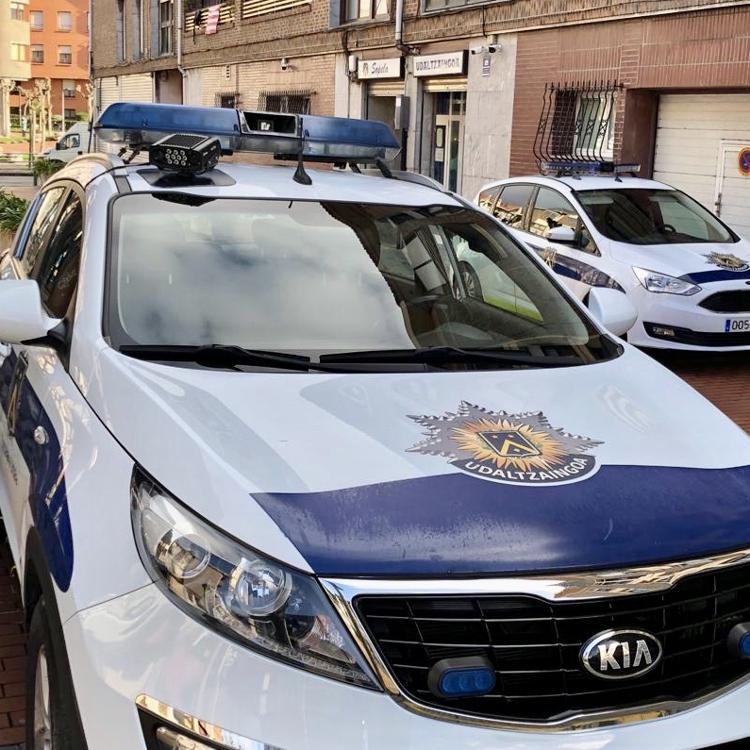 El 'radar' de la Policía de Sopela para detectar los coches sin ITV y robados