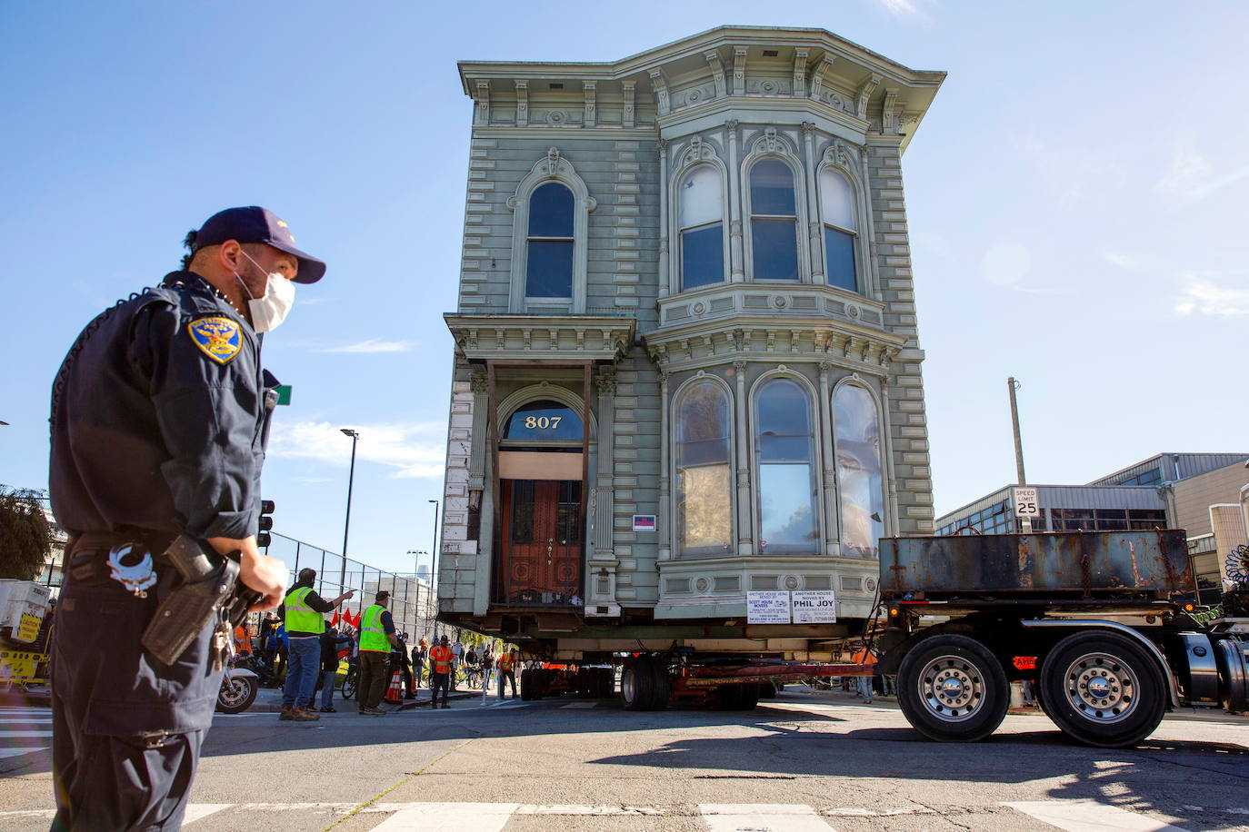 Impresionante traslado de una casa victoriana de 143 años por las calles de San Francisco