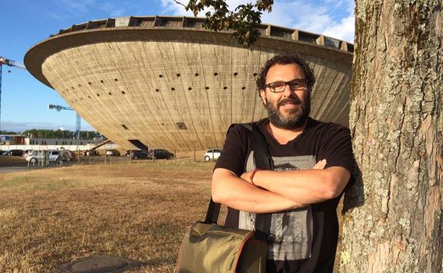 José Manuel Cortizas, frente en el pabellón de Saint Nazaire, en Francia.