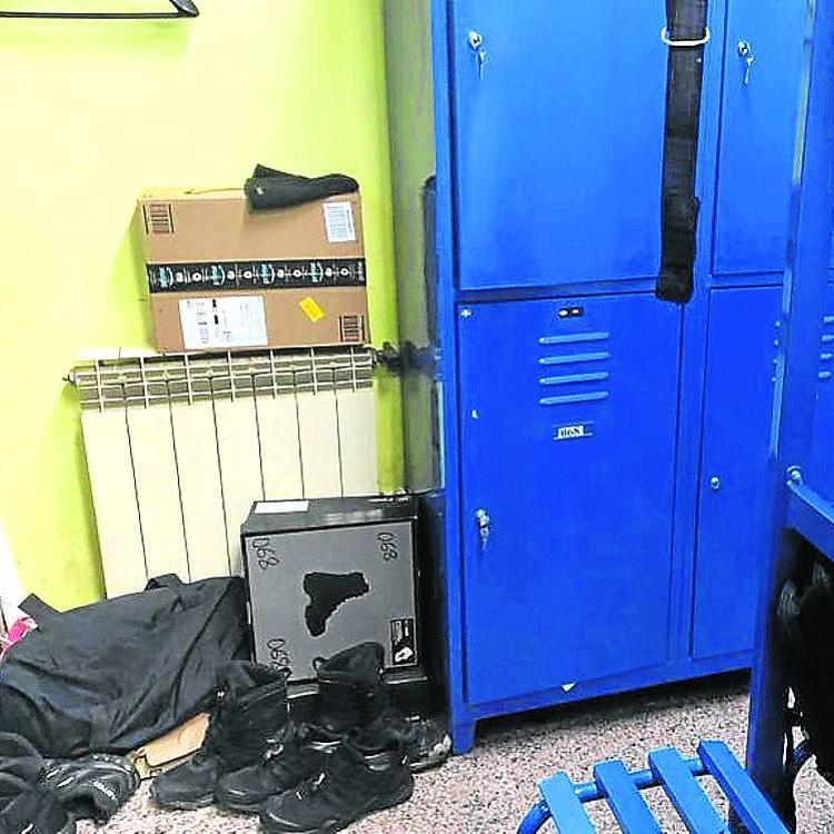 Un vestuario mixto y con humedades para la Policía de Bermeo
