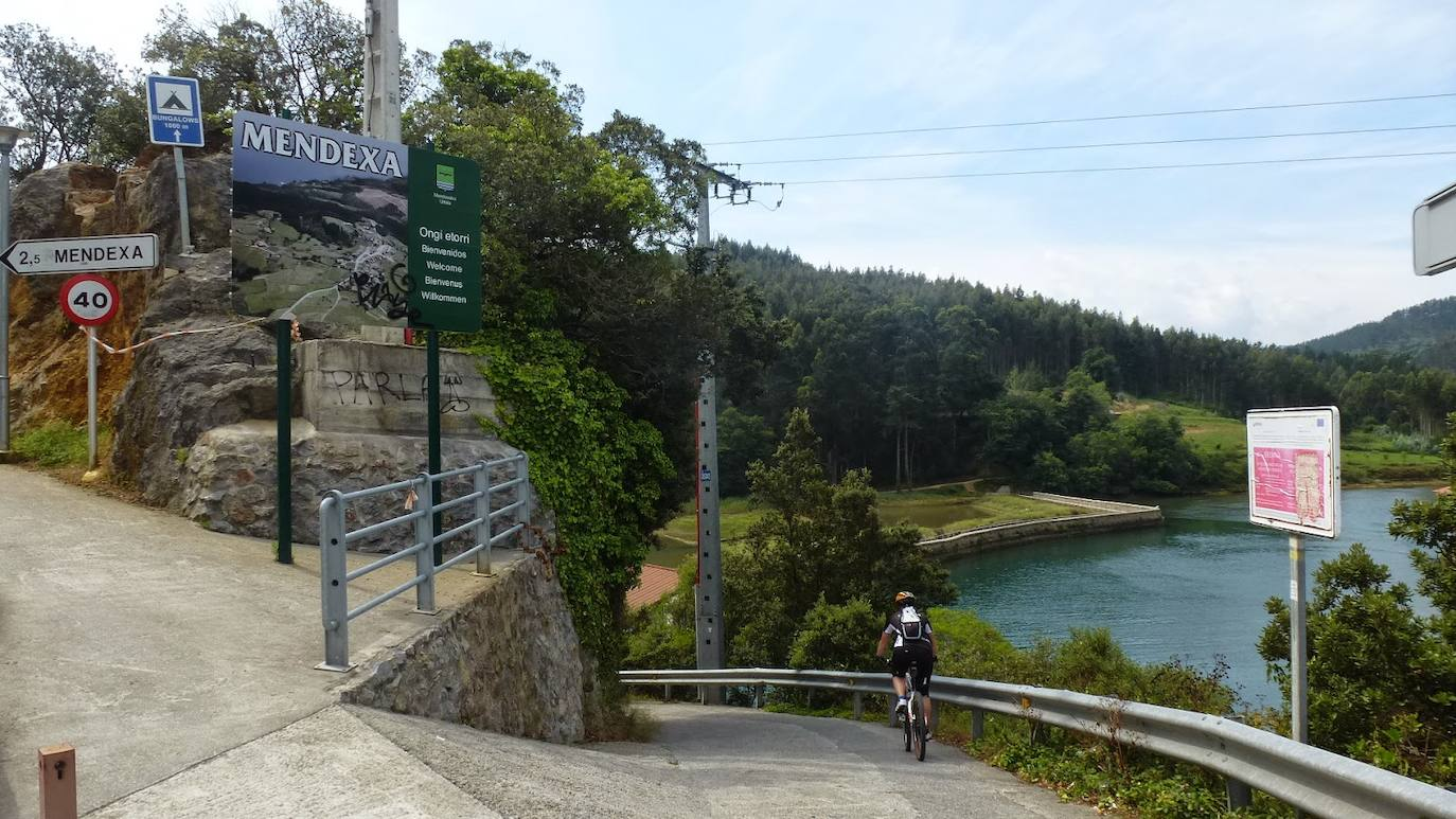 Lekeitio amplía sus recursos turísticos con la promoción del paseo junto al río Lea
