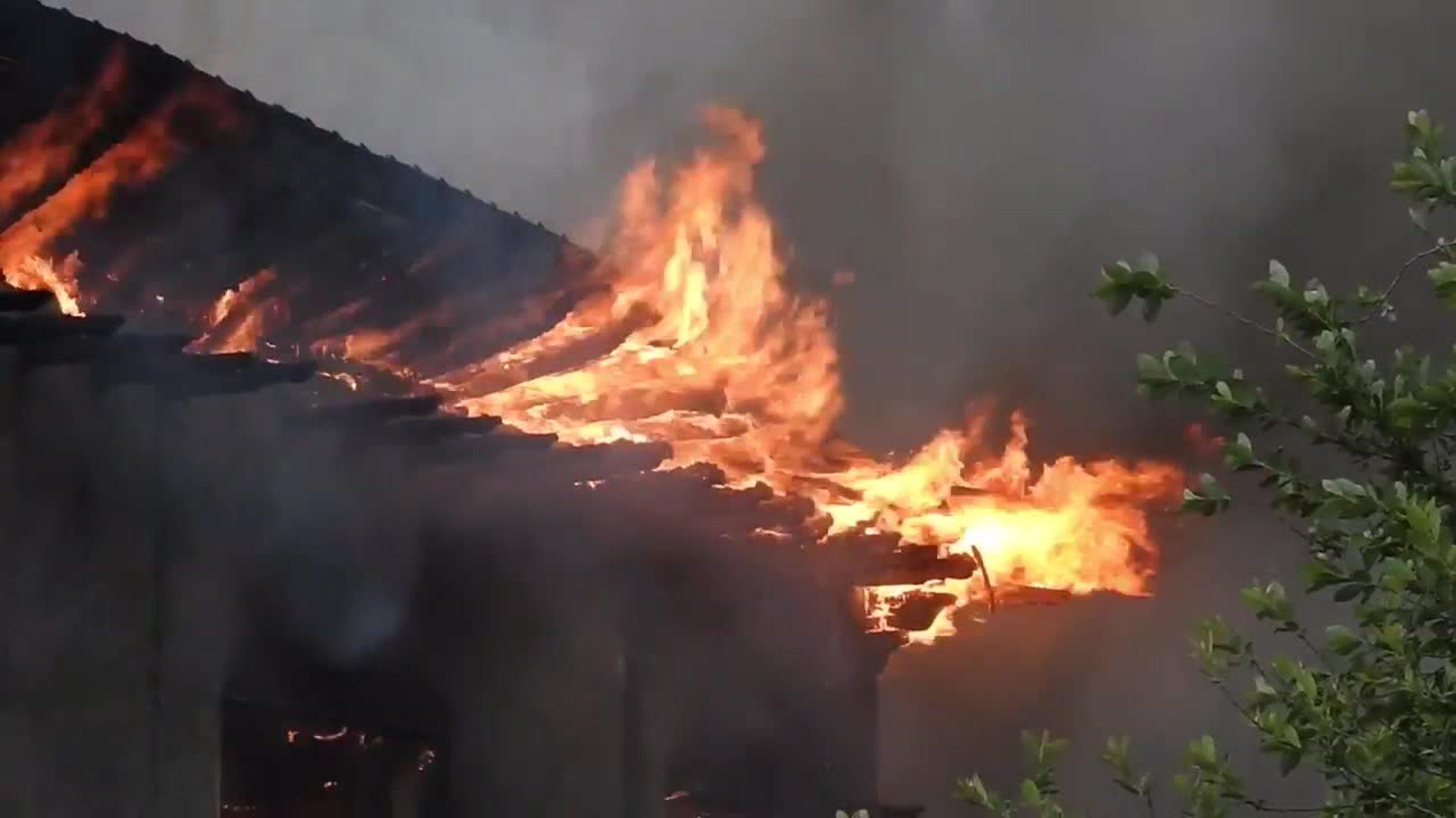 Incendio en uno de los pabellones abandonados de Babcock en Trapagaran