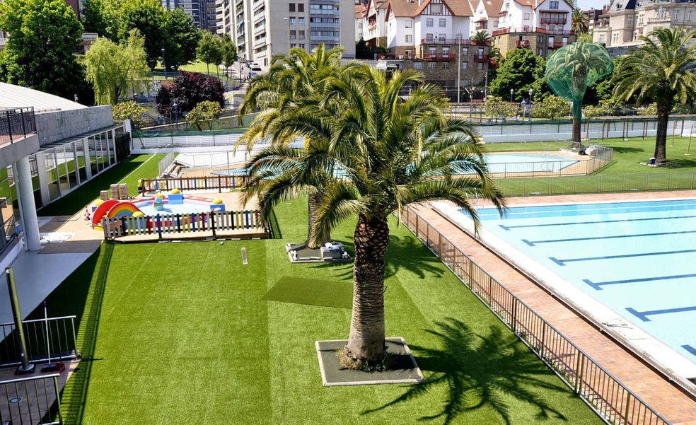 El solárium de las piscinas de Portugalete ya está abierto