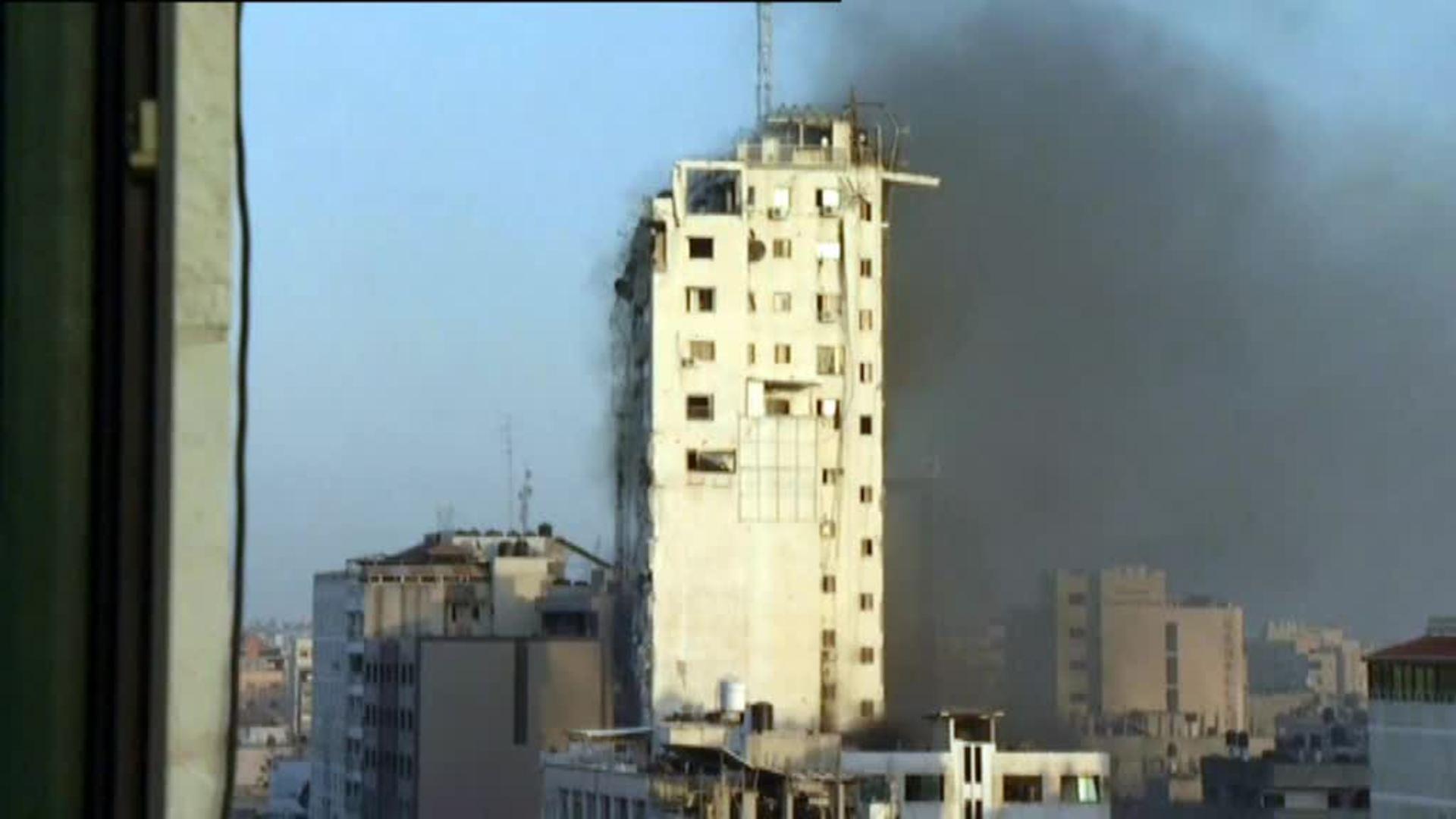 Imágenes de cómo el Ejército israelí bombardea un edificio de 14 plantas en Gaza