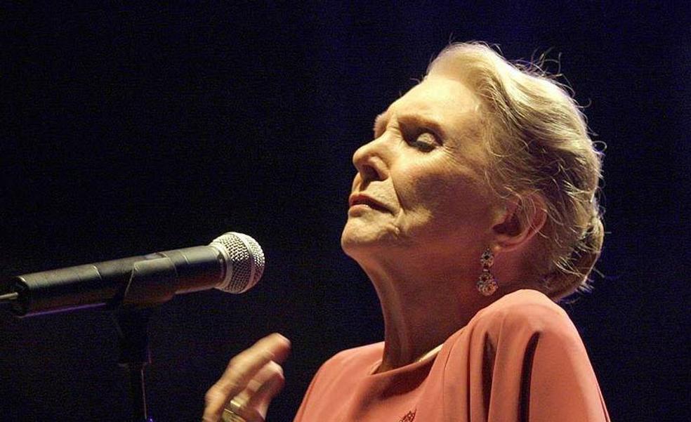 Txus Romano rinde tributo en Getxo a María Dolores Pradera