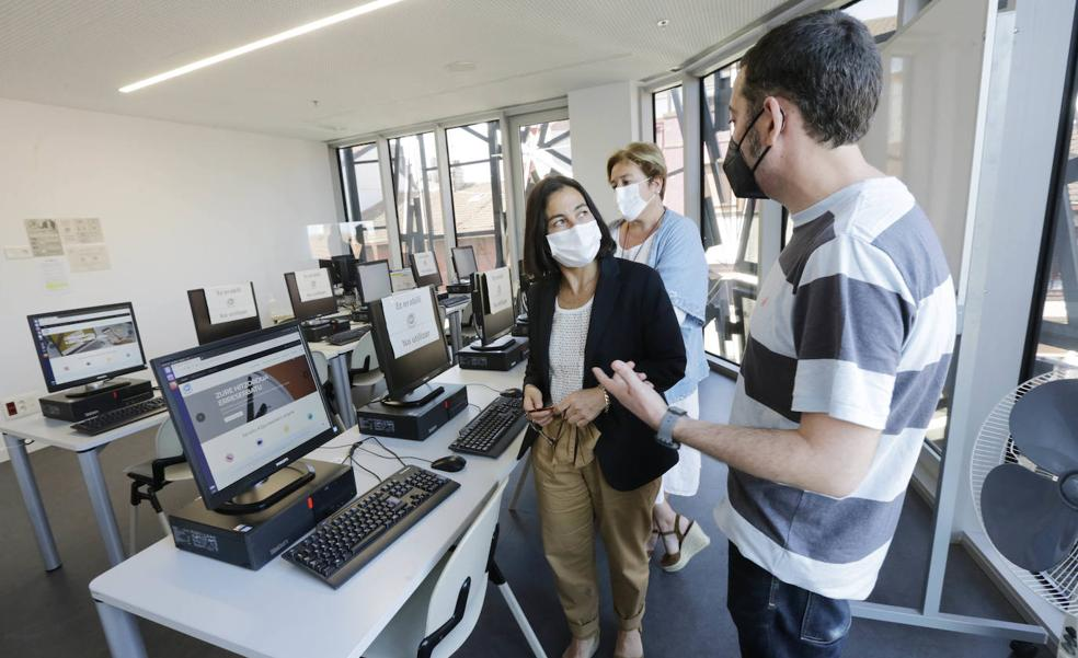 El KZgunea de Getxo se traslada a la Romo Kultur Etxea para reducir la «brecha digital» de los mayores