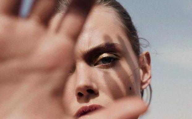 La protección solar y los cosméticos con vitamina C son un combo perfecto contra las arrugas y el envejecimiento./