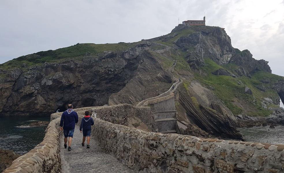 Bermeo propone la creación de un foro para proteger San Juan de Gaztelugatxe