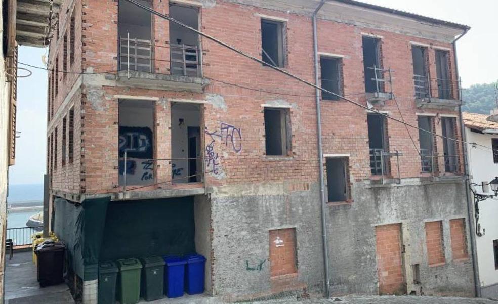Ondarroa demolerá en septiembre el bloque ilegal del casco viejo