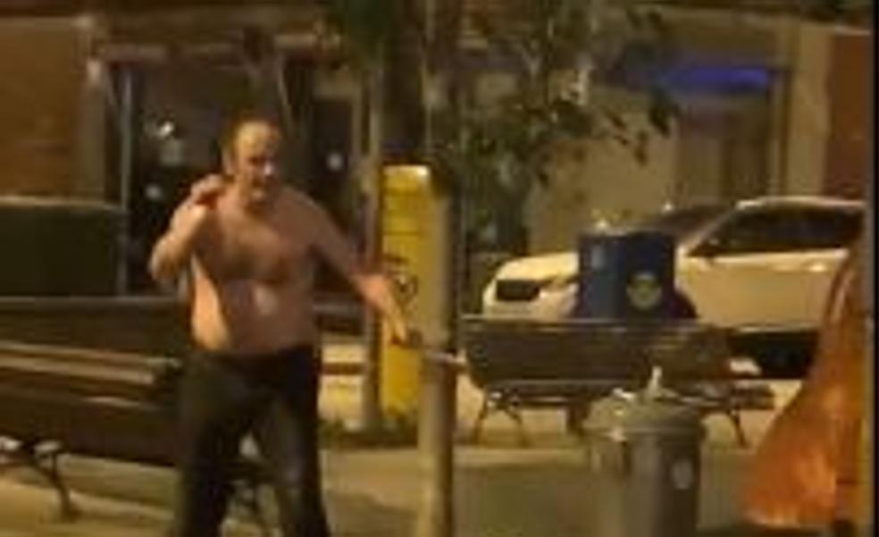 Detenido un hombre armado con dos cuchillos por amenazar a los viandantes en Getxo