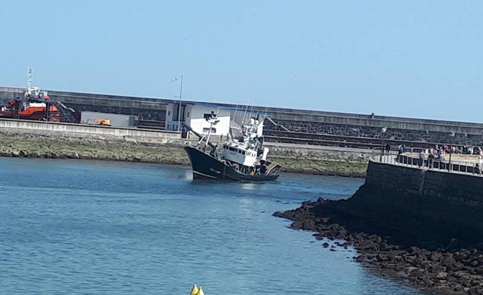 Retirarán arena y fango del puerto de Ondarroa para facilitar la navegación