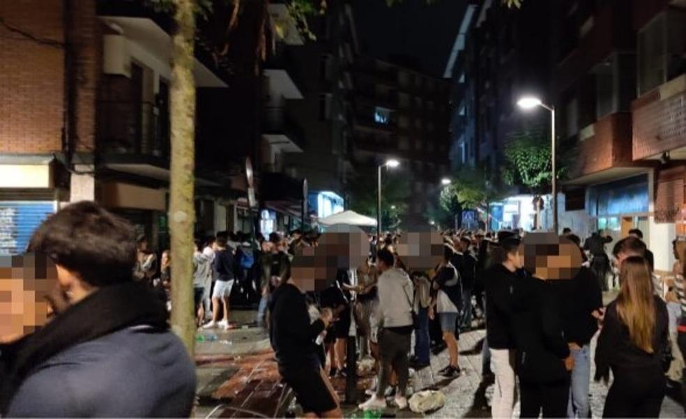Noche de ambiente pero sin incidentes en las 'no fiestas' de Galdakao