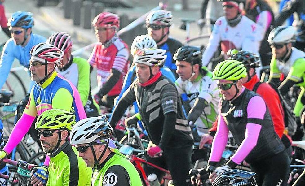 Retrato robot del ciclista de la Bilbao-Bilbao: marca de la bici, entrenamiento, procedencia...