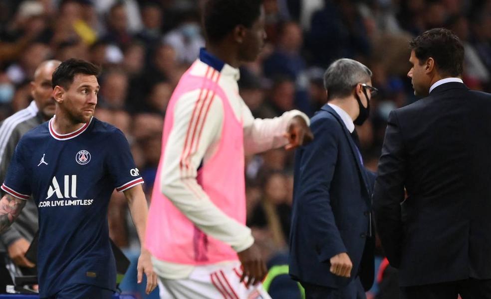 Messi exterioriza su enfado al ser cambiado en su primer partido como titular en París