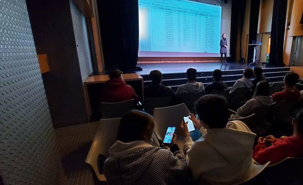 Bermeo potencia la capacidad crítica de los jóvenes sobre las nuevas tecnologías