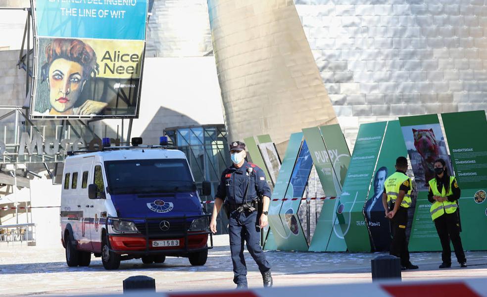 Una falsa alarma por dos paquetes sospechosos obliga a desalojar el Guggenheim