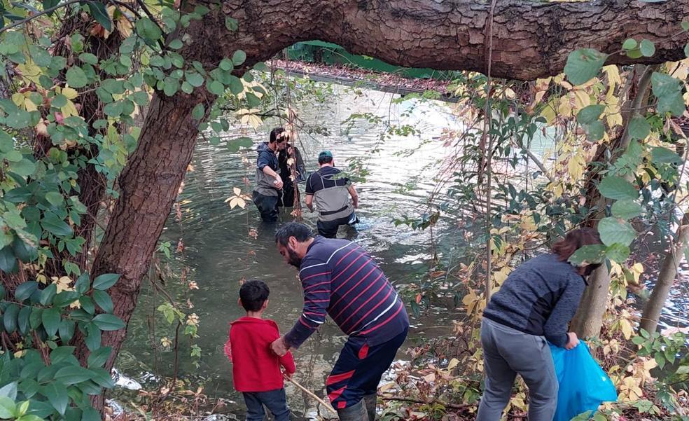 Retiran 750 kilos de basura en el río Mañaria a su paso por Durango