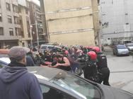 Protesta contra el desalojo de unos okupas en Santurtzi