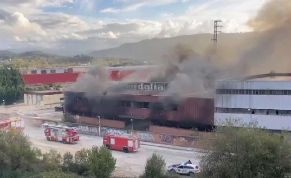 Provocan un incendio en la antigua cubertera Dalia de Gernika, futura sede del Guggenheim-Urdaibai