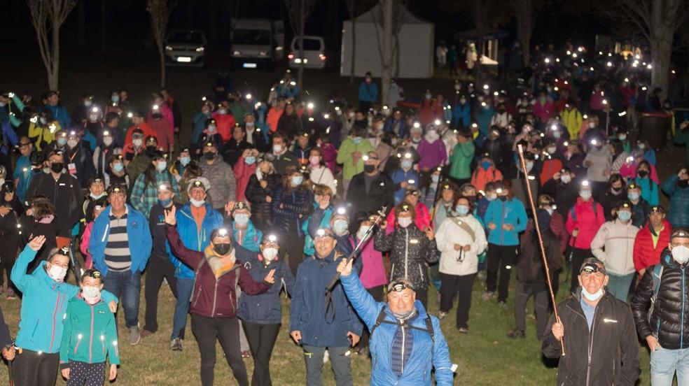 600 personas iluminan Olárizu en la marcha solidaria nocturna