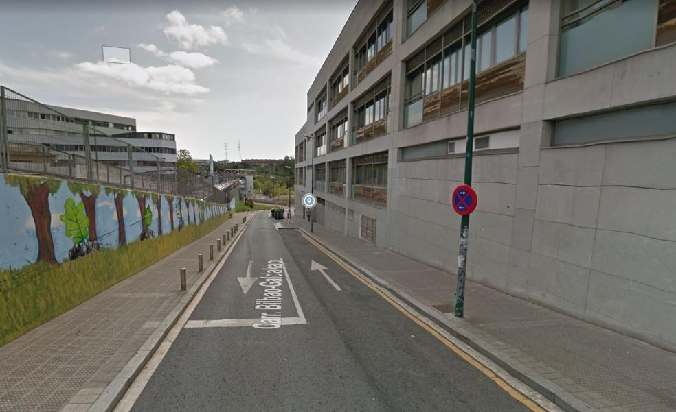 Corte de tráfico de la calle que une la carretera Bilbao-Galdakao con la estación de Bolueta