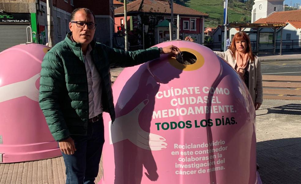 Ortuella apoya la lucha contra el cáncer de mama con dos contenedores rosas
